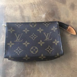 Authentic Louis Vuitton Poche Toiletry Pouch 15
